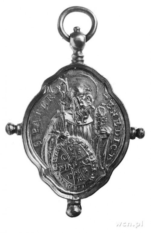wisior pątniczy (XVIII w.) w oprawie srebrnej z XIX wie...