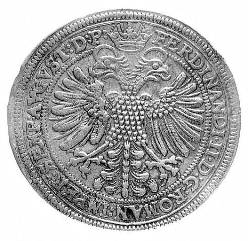talar 1625, Aw: Trzy tarcze herbowe, w polu data i napi...