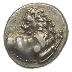 hemidrachma, ok. 386-338 pne, Aw: Popiersie lwa w prawo...