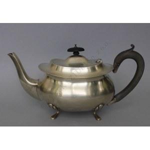 Dzbanek do herbaty z drewnianym uchwytem, (Anglia, Birmingham, 1914)