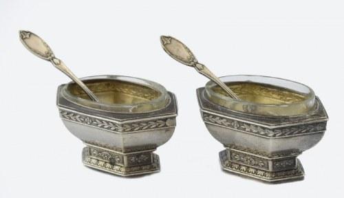 Para solniczek srebrnych ze szklanym wkładem oraz łyżeczkami