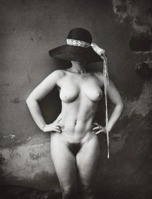 Jan SAUDEK (ur. 1935), Akt stojącej kobiety w kapeluszu