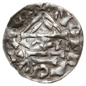 denar 985-995, Aw: Dach kościoła, Rw: Krzyż z kulkami i...