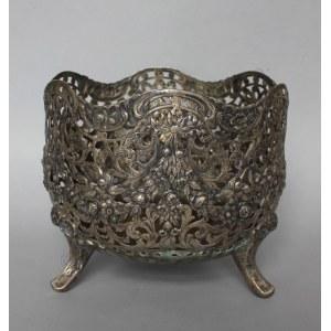 Kaszpot ażurowy(Niemcy?, II poł.XIX w.) nsygn., srebro pr.800, 827.4 g, 19x22x22 cm