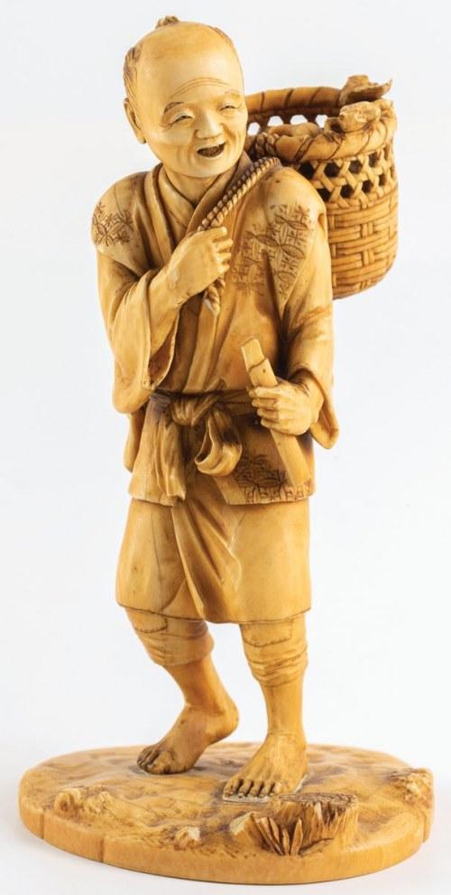 OKIMONO, MĘŻCZYZNA Z KOSZEM NA PLECACH, Japonia, XIX w.