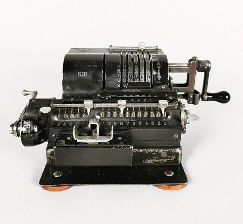 Firma TRIUMPHATOR,  Rechenmaschinenfabrik (czynna od 1900), Maszynka do liczenia