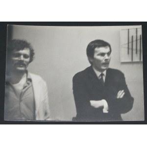Barbara Kozłowska fotografia dokumentacyjna. Ludwiński i Makarewicz na wystawie Ziemskiego