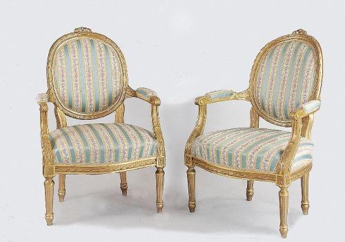 Para foteli klasycyzujących