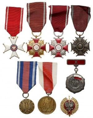 Zestaw odznaczeń i medali PRL z legitymacjami (8szt)