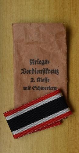 Niemcy, III Rzesza, Oryginalna kopertka ze wstążką do Krzyża Zasługi Wojennej II Klasy