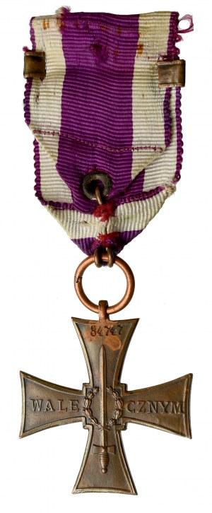 II RP, Krzyż Walecznych 1920 Knedler - numer 34747 z okuciem