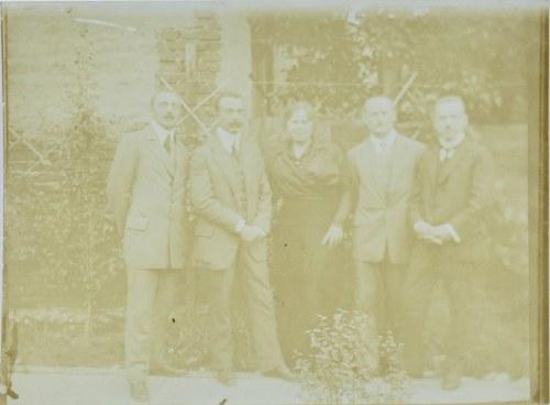 Wlastimil Hofman (1881-1970), Zdjęcie Wlastimila Hofmana z przyjaciółmi, 1914