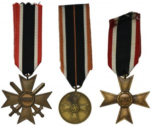 Germany, III Reiche, Set of War Merit Cross 2nd class (with and without swords) and Medal