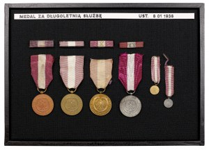 Gablotka z Medalami za Długoletnią Służbę