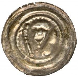 Henryk I Brodaty / II Pobożny, Brakteat ratajski - głowa pomiędzy wieżą, a berłem