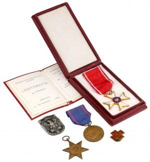 Zestaw II RP - PRL, w tym rzadka odznaka Odznaka Batalionu Sanitarnego 3 DSK