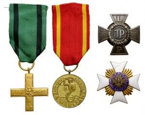 Zestaw imienny, w tym odznaka 30 Pułku Strzelców Kaniowskich i Krzyż Legionowy