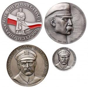 Józef Piłsudski i odzyskanie Niepodległości - zestaw medali + książeczka (5szt)