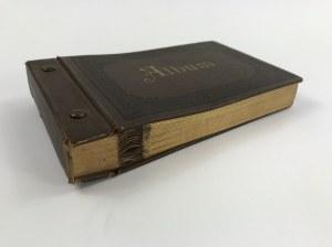 [Pusty album na fotografie] Ozdobny album na fotografie. 25 kart. Oprawa pełne płótno. Wym. 19,5 x 12 cm. Brzegi złocone. Ok. 1880-1920.