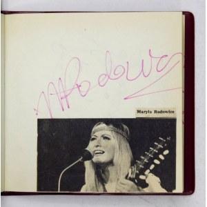 [PIOSENKARZE]. Notes z wpisami uczestnikówIX Międzynarodowego Festiwalu Piosenki Sopot1969.