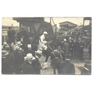 [KONIE - na torze wyścigów konnych we Lwowie - fotografia sytuacyjna]. [nie przed 1910, nie po 1914?]....