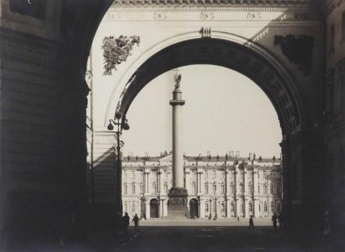 [LENINGRAD - Pałac Zimowy - fotografia widokowa]. [l. 60. XX w.]. Fotografia form. 28,3x38,...