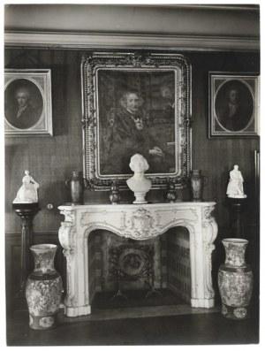 [CHOPIN Fryderyk - pamiątki u XX. Czartoryskich w Krakowie]. [l. 20. XX w.]. Zestaw 4 fotografii form. 17,12,8 cm,...