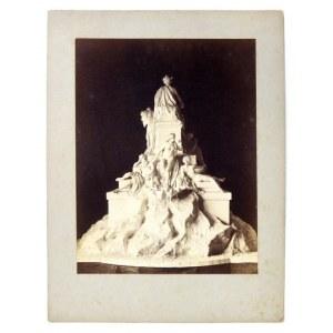 [KRAKÓW - model gipsowy pomnika Adama Mickiewicza w Krakowie, autorstwa Walerego Gadomskiego]. [nie po 1886]...