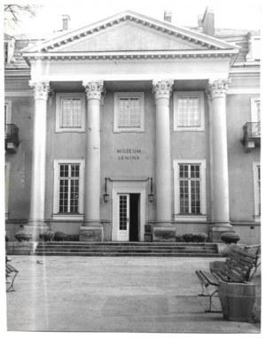 [KRAKÓW - budynek Muzeum Lenina - fotografia widokowa]. [l. 70. XX w.?]. Fotografia form. 21,8x17,...