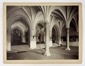 Westibul Collegium Novum w obiektywie S. Muchy. Fotografia z lat 30. XX w.