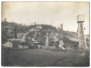 [NAFTA - Zagłębie Borysławskie - widok ogólny na szyby kopalni ropy naftowej - fotografia sytuacyjna]. [1930]...