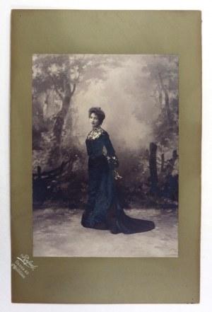 [TEATR - Tekla TRAPSZO - fotografia portretowa]. [ok.1900]. Fotografia form. 28,9x20,8 cm na oryg....