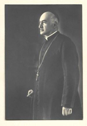 [TEODOROWICZ Józef Teofil, arcybiskup - fotografia portretowa]. [nie przed 1935, nie po 1938]. Fotografia form. 16,...