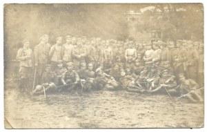[LEGIONY Polskie - 1. szwadron por. Skotnickiego - fotografia zbiorowa]. [1915]. Fotografia pocztówkowa form. 8,...