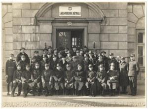 [WOJSKO Polskie - Szkoła Podchorążych Inżynierii w Warszawie - fotografia pozowana]. [l. 20./30. XX w.]...