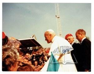 WOJTYŁA Karol (1920 - 2005), metropolita krakowski, od 1978 roku Papież Jan Paweł II.