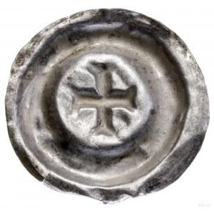 Brakteat, II poł. XIII w.; Krzyż zramionami rozszczepi...