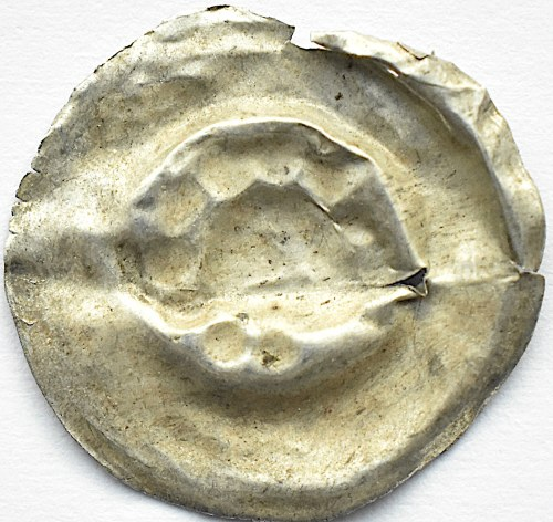Brakteat, głowa z fryzurą z kulek, II połowa XII wieku