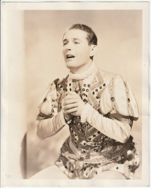 Zdjęcie portretowe J. Kiepury w kostiumie operowym; wym.: 250x200 mm; stan bdb.; ...