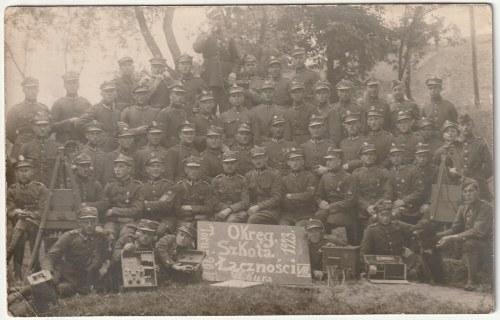 TORUŃ. Zdjęcie kursantów Okręgowej Szkoły Łączności. Toruń 20 III 1923; wym.: 135x90 mm; stan bdb.; ...