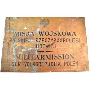 BERLIN. Tablica polskiej misji wojskowej w Berlinie Zachodnim. Dwujęzyczny napis: Misja Wojskowa Pol ...