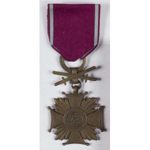 Zestaw: Brązowy Krzyż Zasługi z mieczami wraz z legitymacją