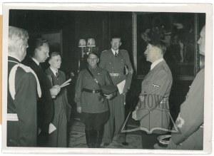 (HITLER Adolf, Škvarcev Aleksander i Purkajev Maxim).