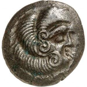 Coriosolites (fin de la Ière moitié du Ier siècle av. J.-C.). Statère de billon, classe I, au nez droit ND (c.50 av. J.-C.).