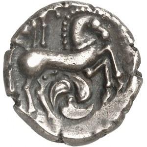 Centre-Ouest (Pictons / Bituriges / Carnutes). Drachme au loup et au cheval, à la joue tatouée ND (Ier s. av. J.-C.).