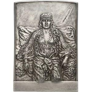 IIIe République (1870-1940). Plaque uniface, femme algérienne en tenue traditionnelle d'après G. C. Saint-Pierre par Louis-Paul Boulongne ND (c.1913), Paris.
