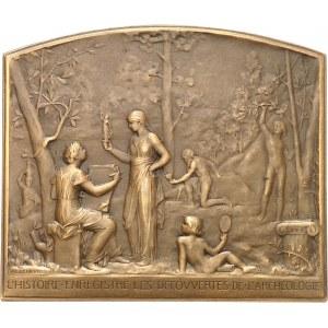IIIe République (1870-1940). Médaille, l'Histoire enregistre les découvertes de l'Archéologie par Alphonse Lechevrel, SAMF n° 120 1904, Paris.