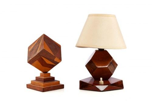 Lampka elektryczna i forma prostopadłoscienna