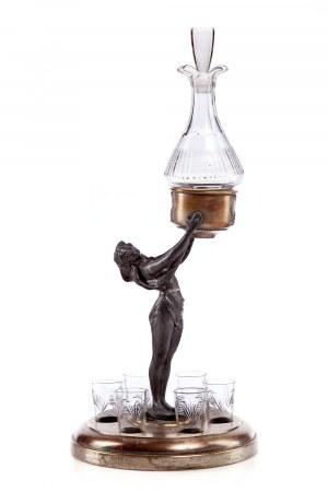 Karafka z podstawą w formie rzeźby figuralnej