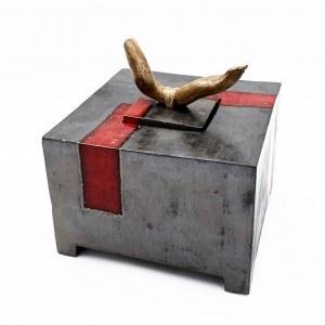Małgorzata Tazbir, Pojemnik metaliczny brąz z czerwienią makową